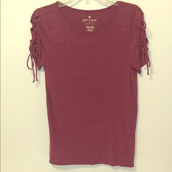 American Eagle Outfitters Tops - Cute, soft and sexy maroon colored tee